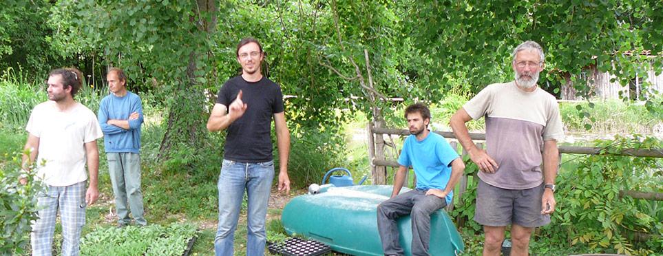 jardiniers et constructeurs de la serre-oeuf